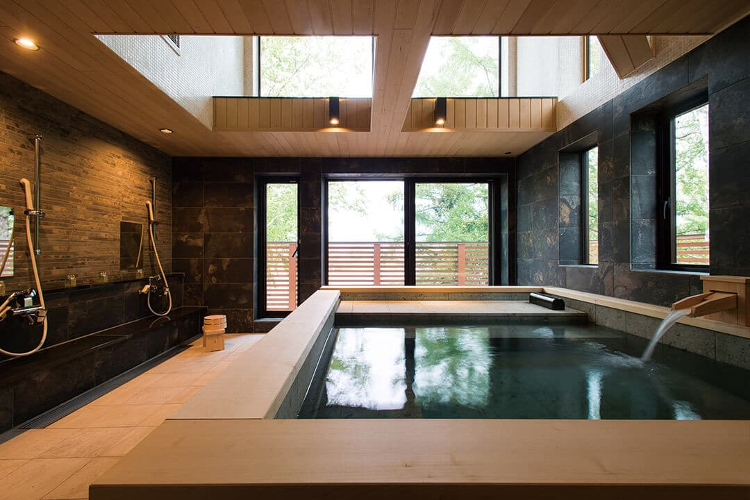Wood Coping of the Large Common Bathroom (Hiba/ Aomori Prefecture)